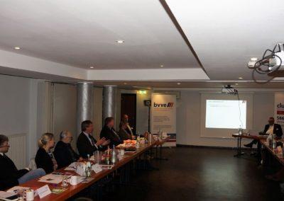 Dietmar Ludolph in der Fragestellung an den Referenten